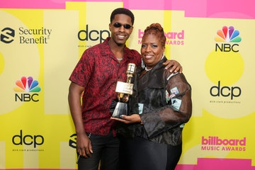 (L-R) Obasi Jackson and Audrey Jackson, accept the Top Billboard 200 Album Award on behalf of Pop Smoke, pose backstage for the 2021 Billboard Music Awards, broadcast on May 23, 2021 at Microsoft Theater in Los Angeles, California. (Photo by Rich Fury/Getty Images for dcp)